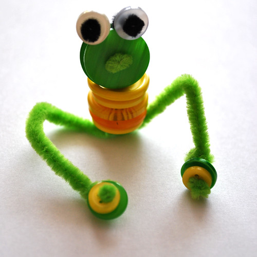 Żaba z guzików